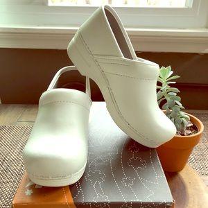 Size 36 White Dansko Pro XP Clogs